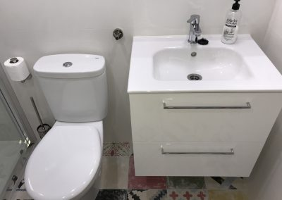 Newly renovated bathroom (April 2018) the Studio